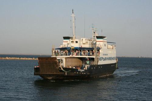 Очереди на переправе порт Кавказ-порт Керчь стали меньше