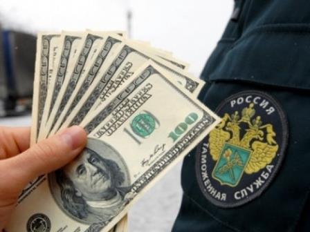 Таможенник из Белгорода попался на получении взяток